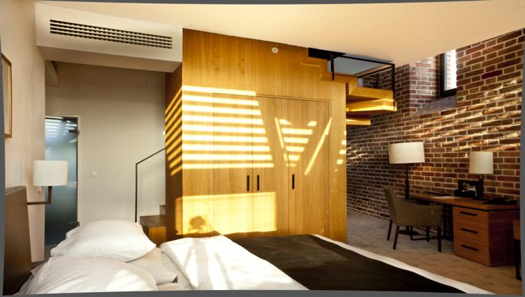 Bed in The Granary La Suite