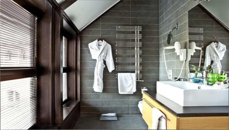 Bathroom in The Granary La Suite