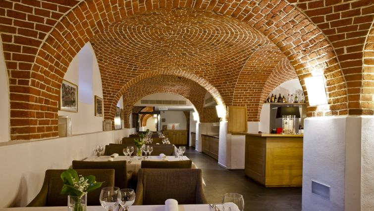 Lovely brickwork in The Granary La Suite