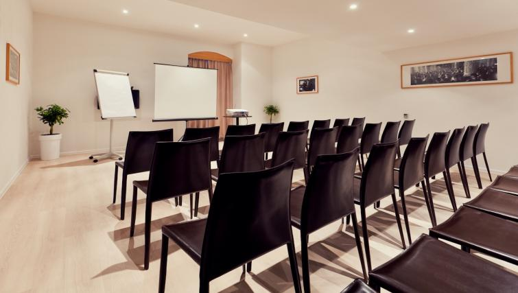 Meeting room in The Granary La Suite