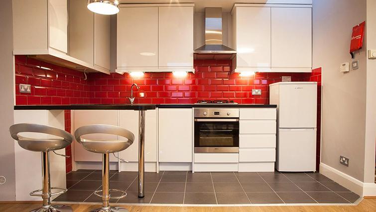 Modern kitchen  in Hammersmith Town Apartments