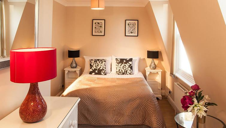 Stunning bedroom in Hammersmith Town Apartments