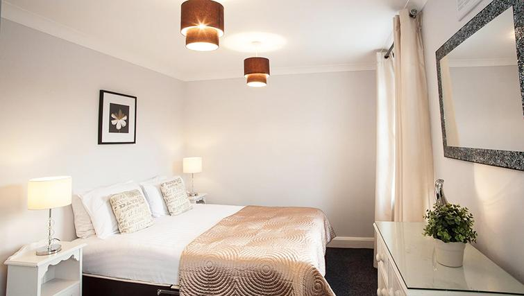 Attractive bedroom in Hammersmith Town Apartments