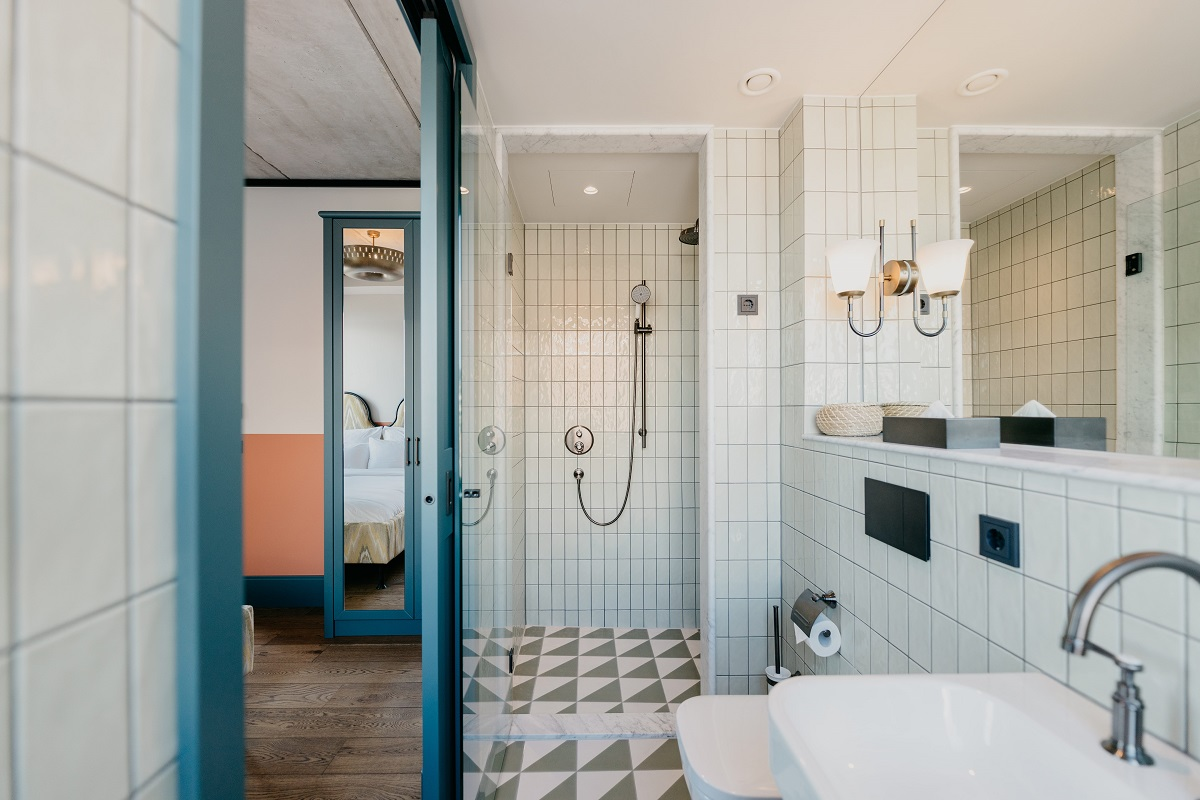 Shower at Boat & Co Apartments, Houthavens, Amsterdam