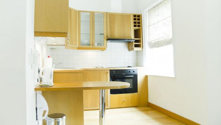 Light kitchen in Cartwright Gardens