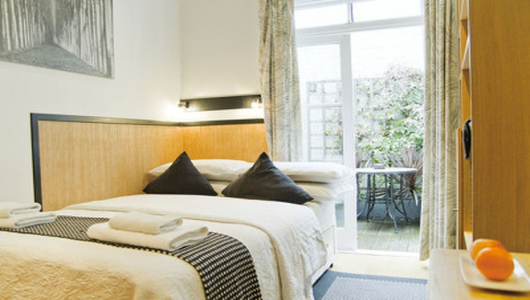 Tidy bedroom in Cartwright Gardens