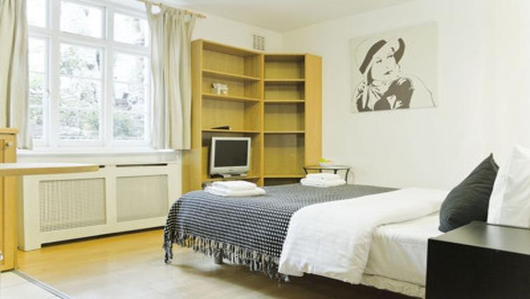 Spacious bedroom in Cartwright Gardens