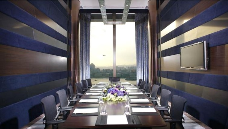 Large boardroom at Fortress Hill Apartments