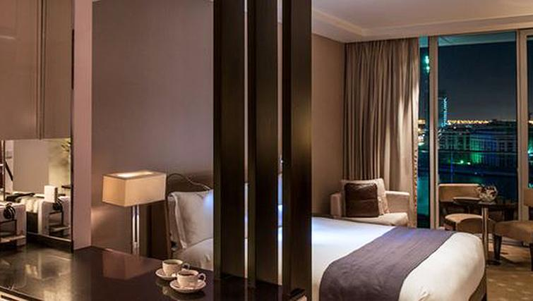 Sophisticated bedroomInterContinental Residence Suites Dubai F.C.