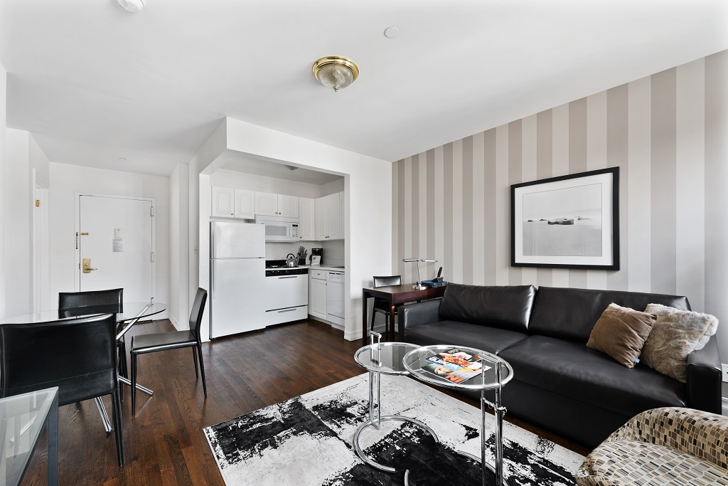 Living area at 427 East 82nd Street Apartments, Upper East Side, New York