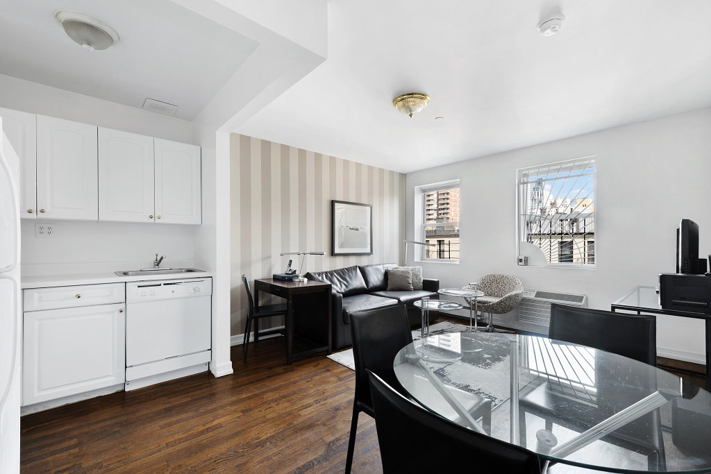 Dining area at 427 East 82nd Street Apartments, Upper East Side, New York