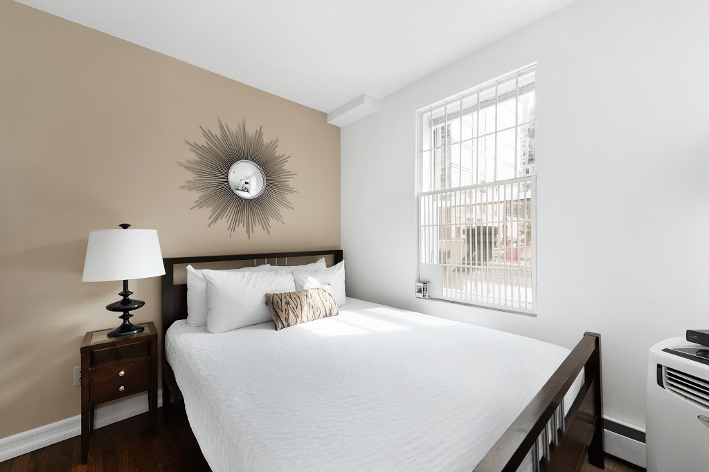 White linen at 427 East 82nd Street Apartments, Upper East Side, New York