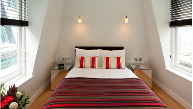 Bright bedroom in SACO Fleet Street - Crane Court