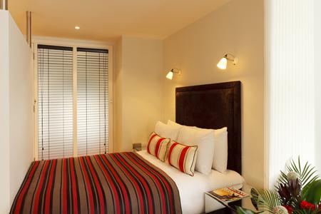 Cosy bedroom at SACO Fleet Street - Crane Court