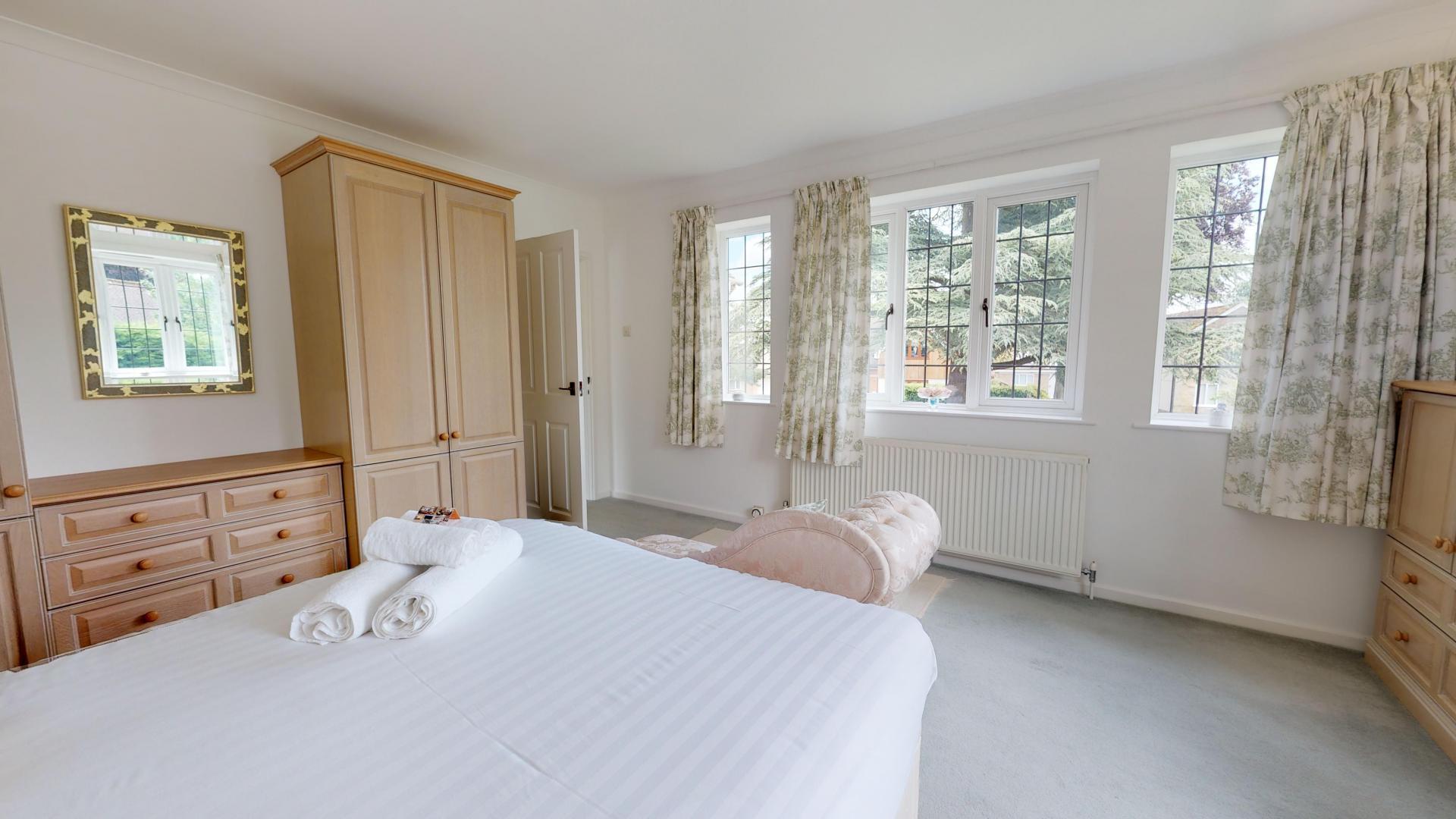 Bed 1 at Blenheim Gate House, Centre, Woodstock