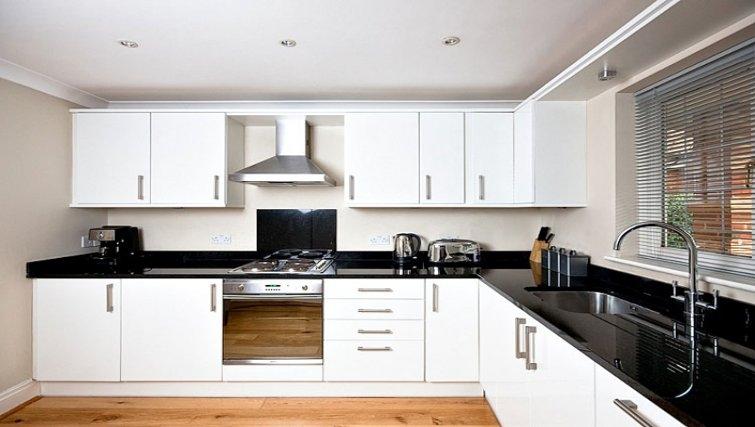 Modern kitchen in Windsor Forest Court Apartments