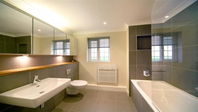 Modern bathroom in Windsor Forest Court Apartments