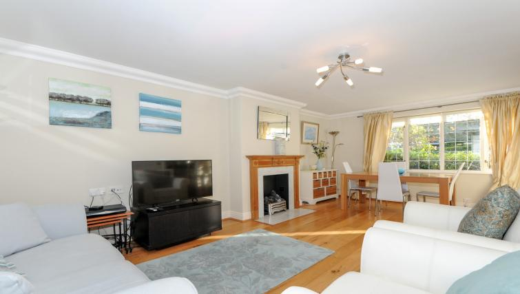 Living room at Windsor Forest Court Apartments