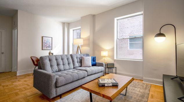 Living area at 952 5th Avenue Apartments, Manhattan, New York