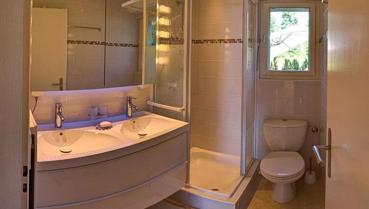 Bathroom at Dully Apartment, Dully, Nyon