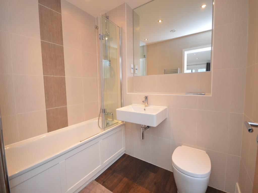 Main bathroom at Mulberry Lodge Apartments, Centre, St Albans