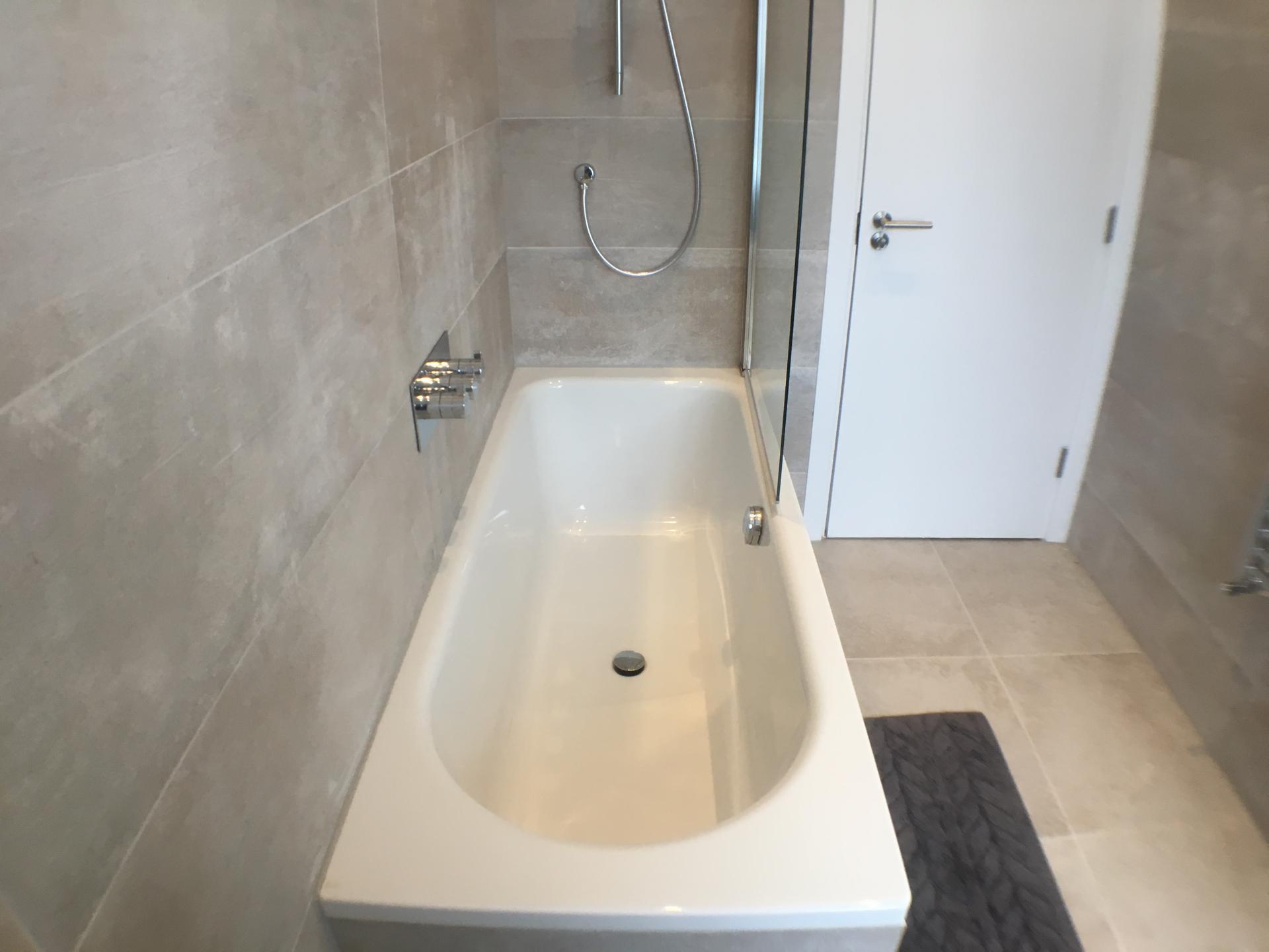 Bath at Sweet Briar Mews Apartment, Centre, St Albans
