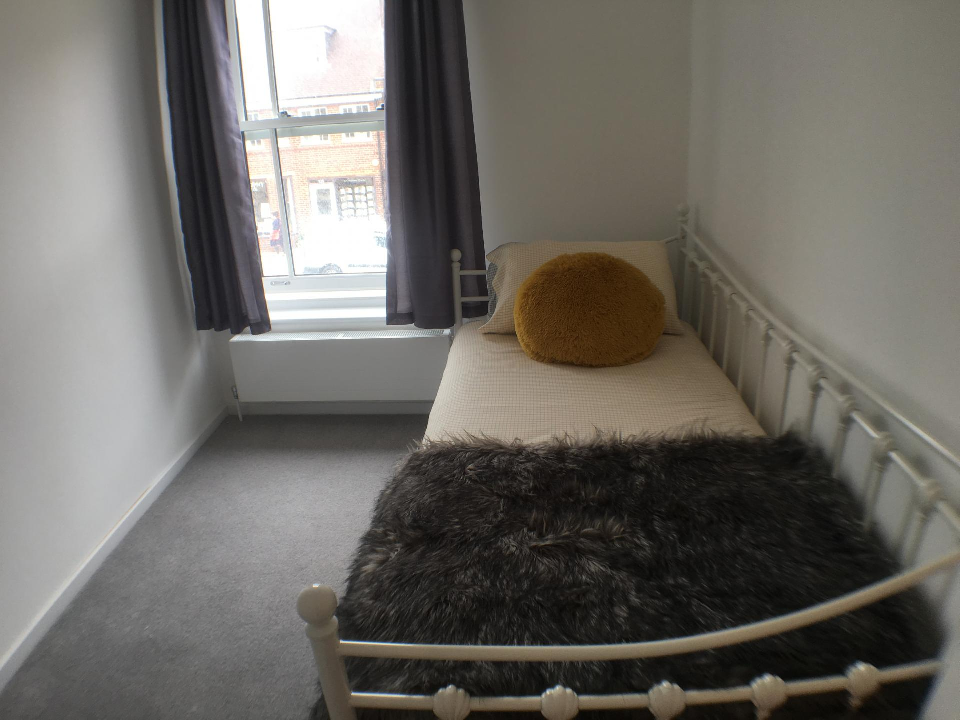 Bed at Sweet Briar Mews Apartment, Centre, St Albans
