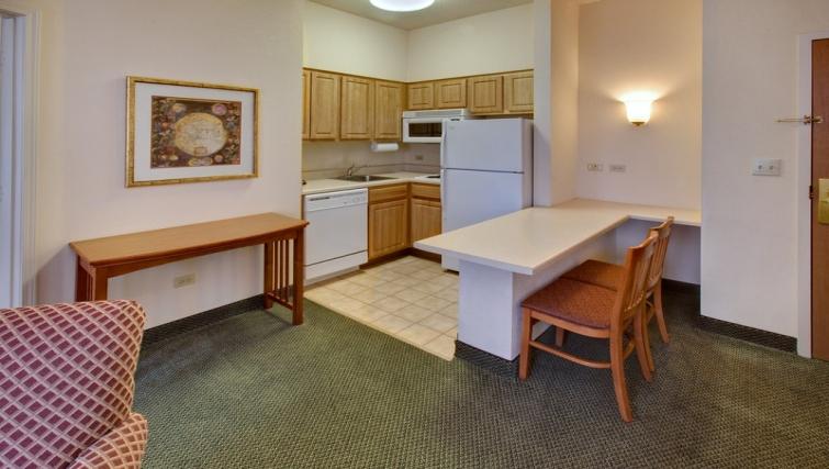 Appealing kitchen in Staybridge Suites Oakbrook Terrace