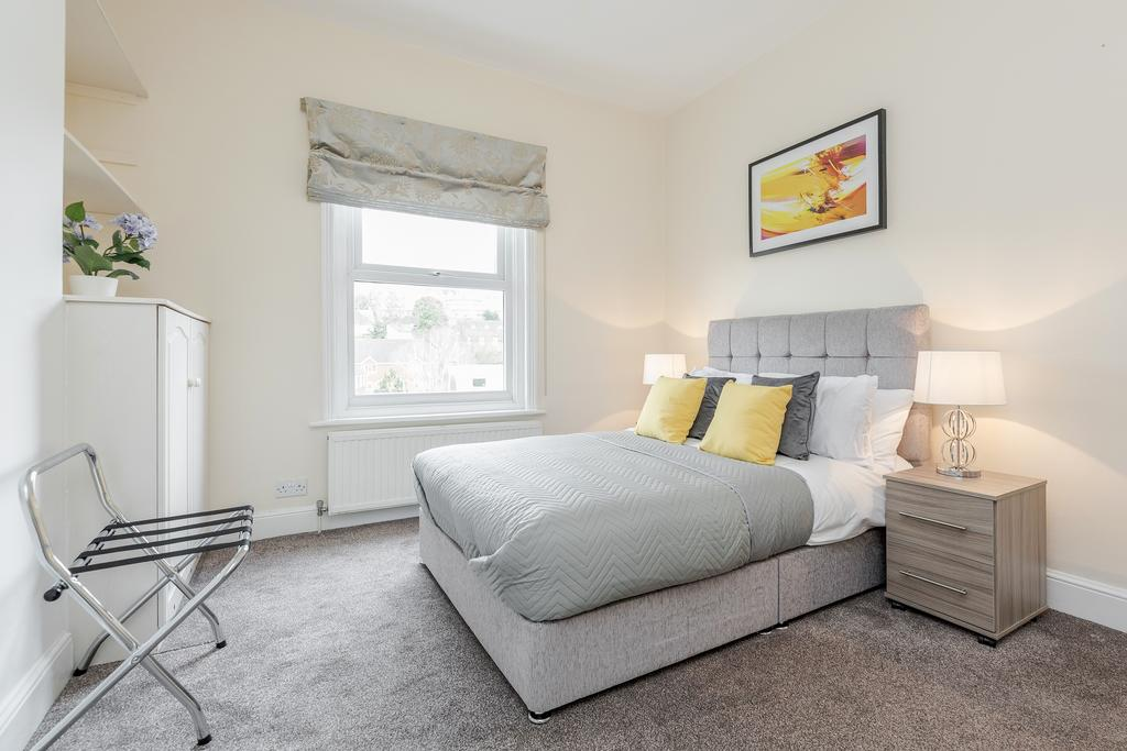 Cosy bed at Chesham Court Apartment, Centre, Guildford