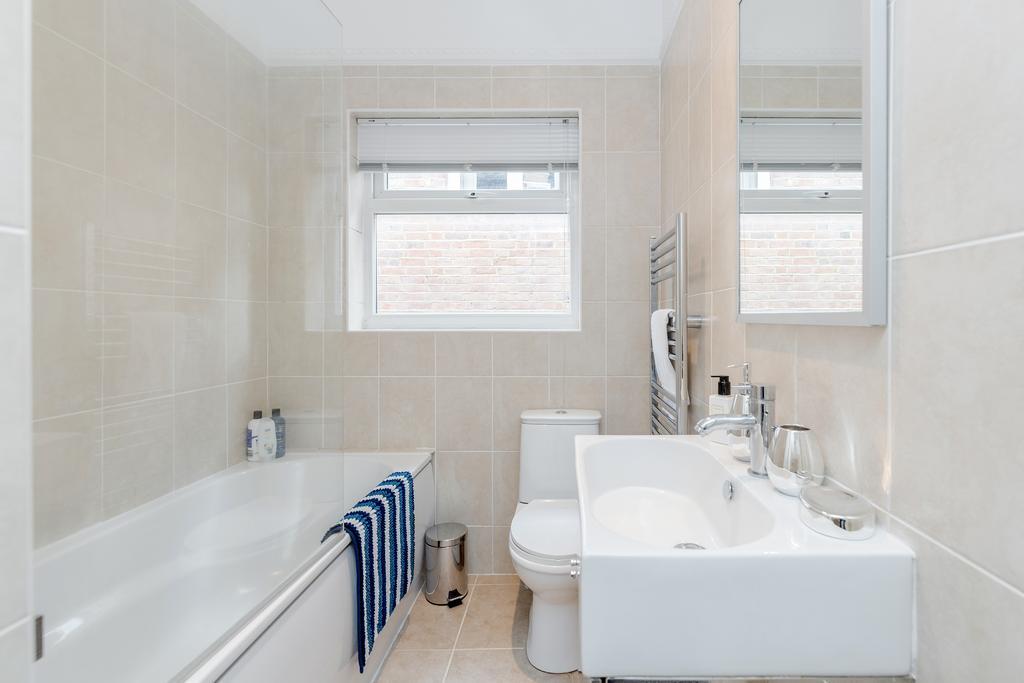 Bath at Chesham Court Apartment, Centre, Guildford