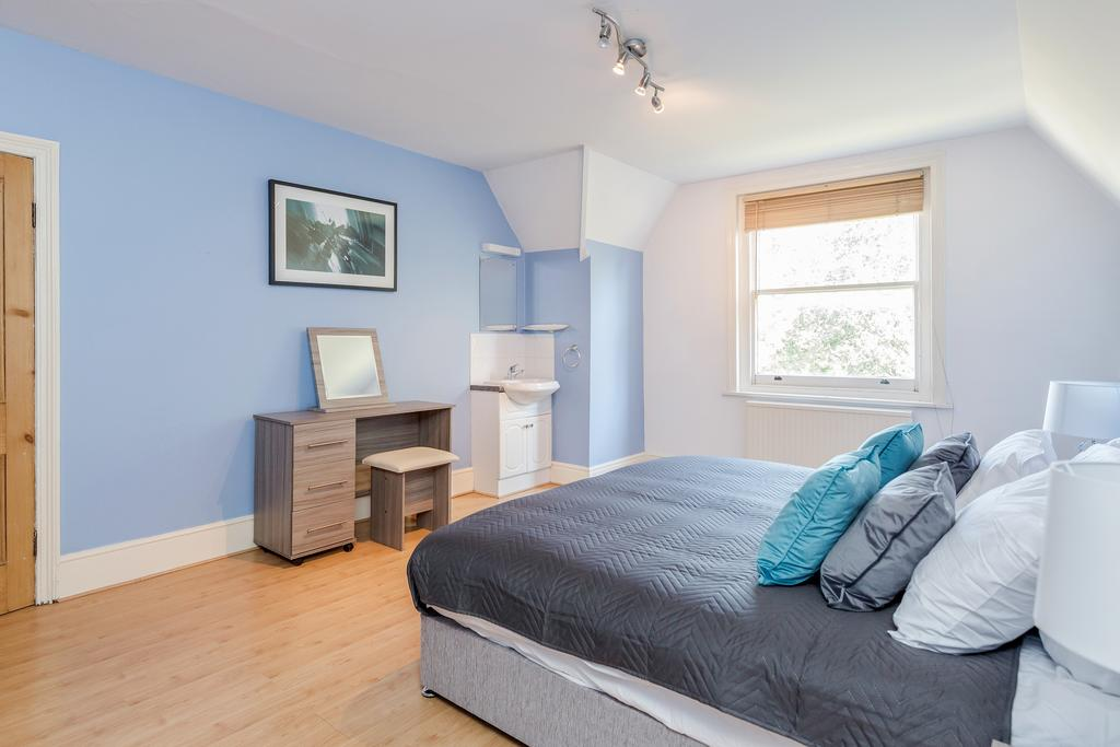 Cosy bed at Albury Road Apartment, Centre, Guildford