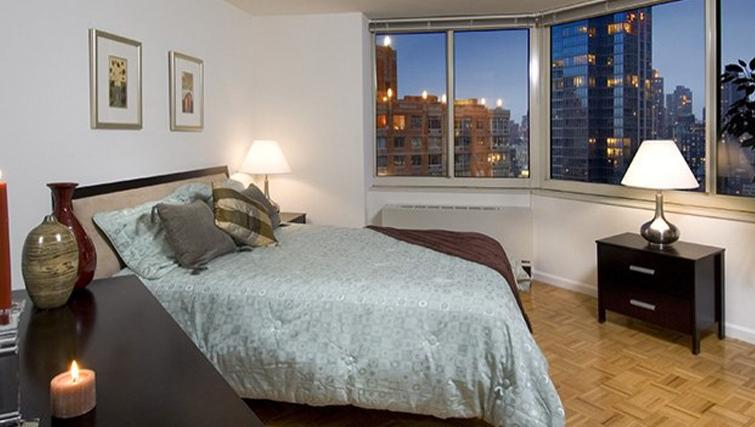Master bedroom in Archstone Midtown West Apartments