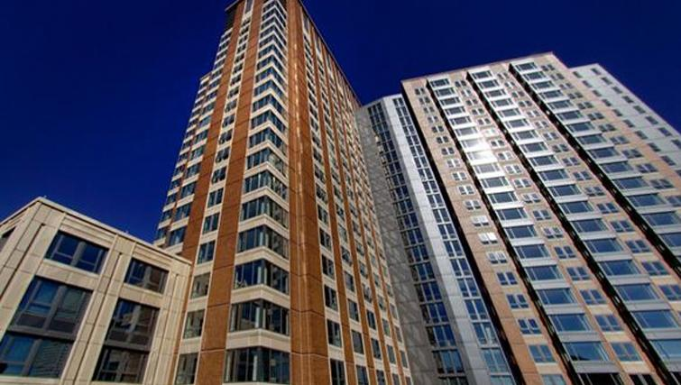 Towering exterior of Archstone Boston Common Apartments