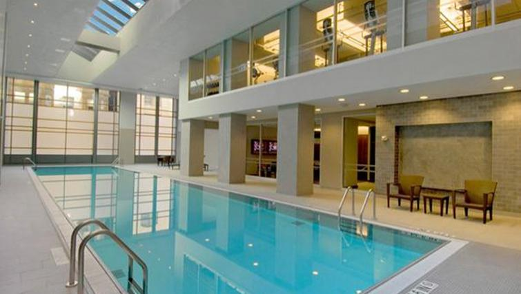 Attractive pool in Archstone Boston Common Apartments