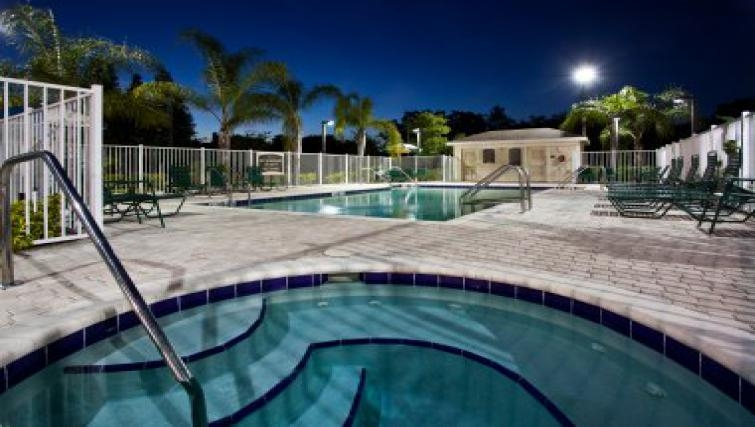 AMazing pool in Tampa East Brandon Apartments