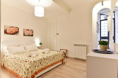 Bed at Monti Flower Apartment, Centre, Rome