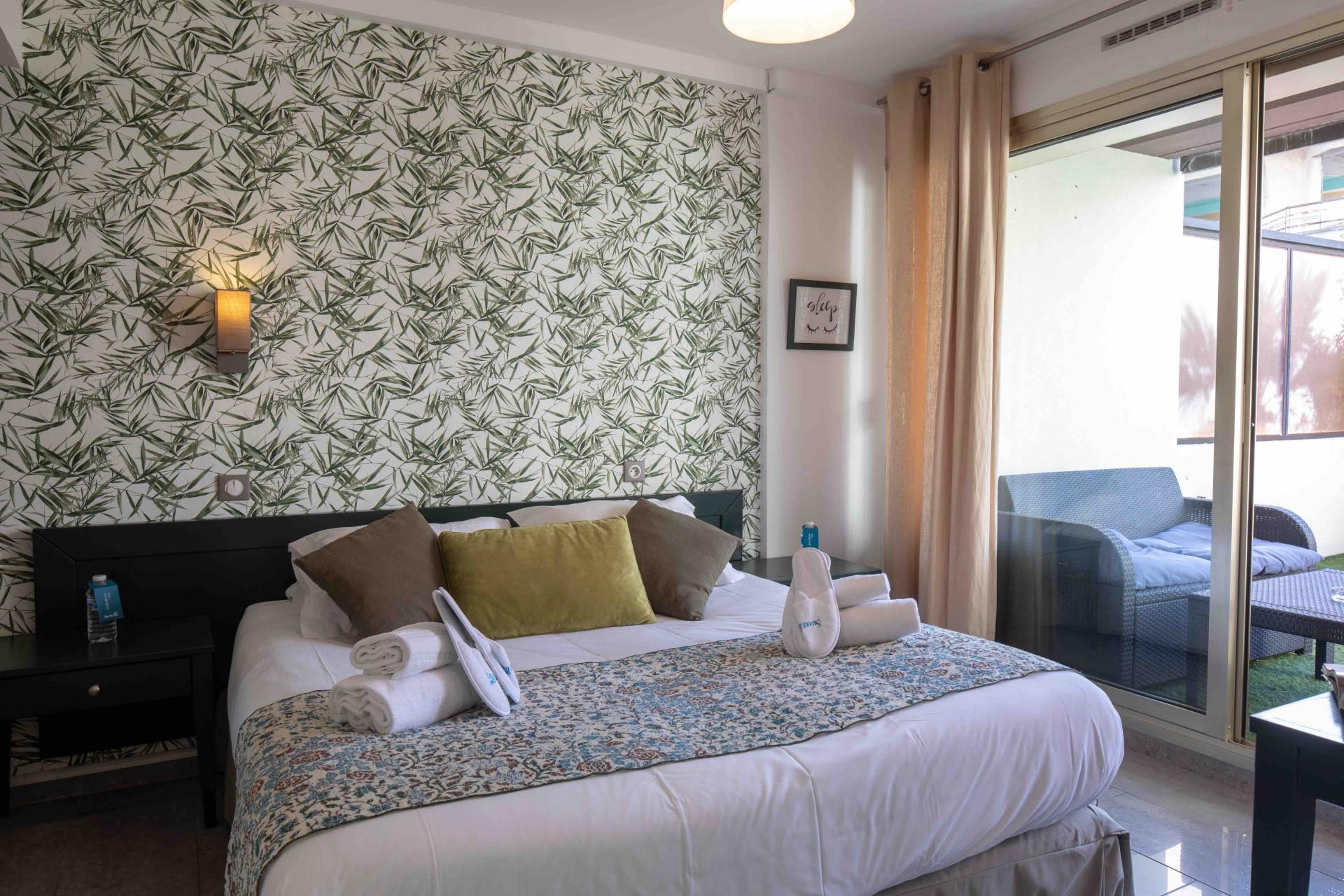 Bed at Deluxe Terrace Apartments, Juan-Les-Pins, Antibes