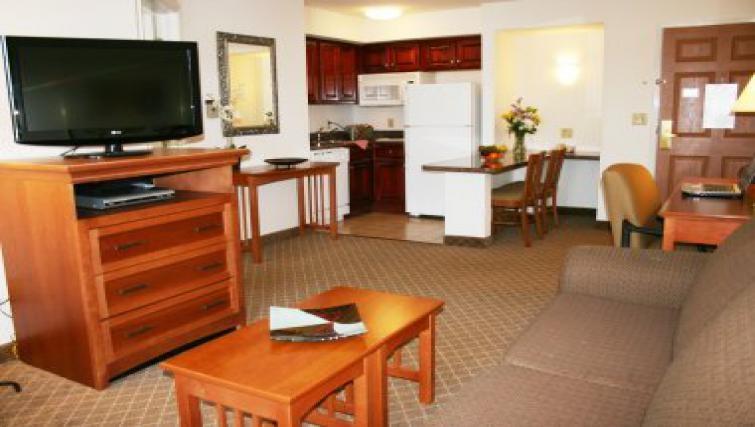 Traditional living area in Staybridge Suites Philadelphia Mt Laurel
