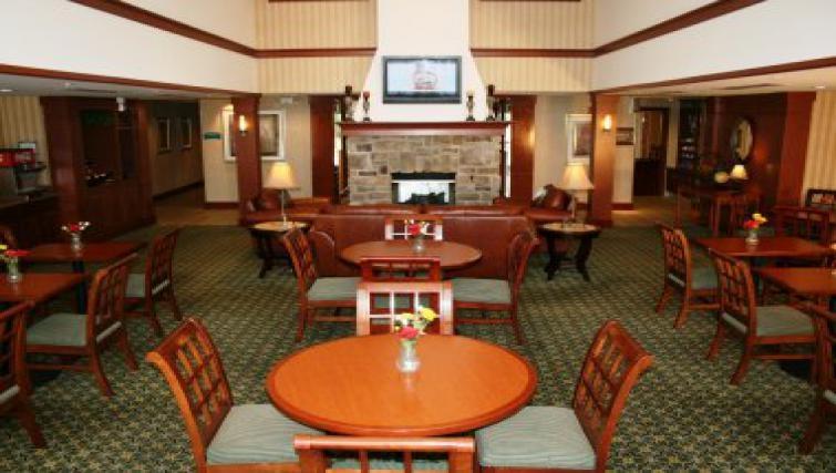 Cosy communal area in Staybridge Suites Philadelphia Mt Laurel