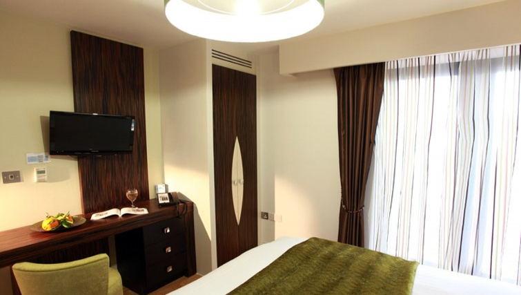 Stunning bedroom in Best Western Maitrise Suites Hotel