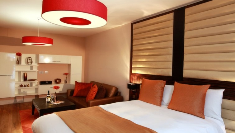 Lovely bedroom in Best Western Maitrise Suites Hotel