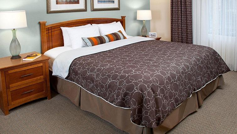 Lovely bedroom in Staybridge Suites Toronto Markham