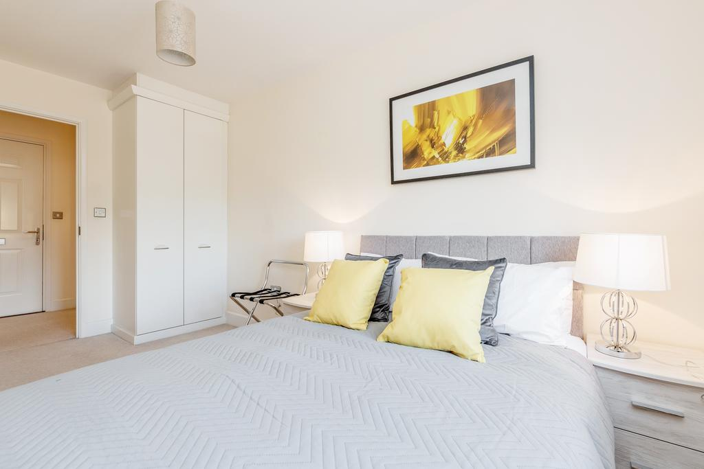 Bed at Woodbridge Road Apartment, Centre, Guildford