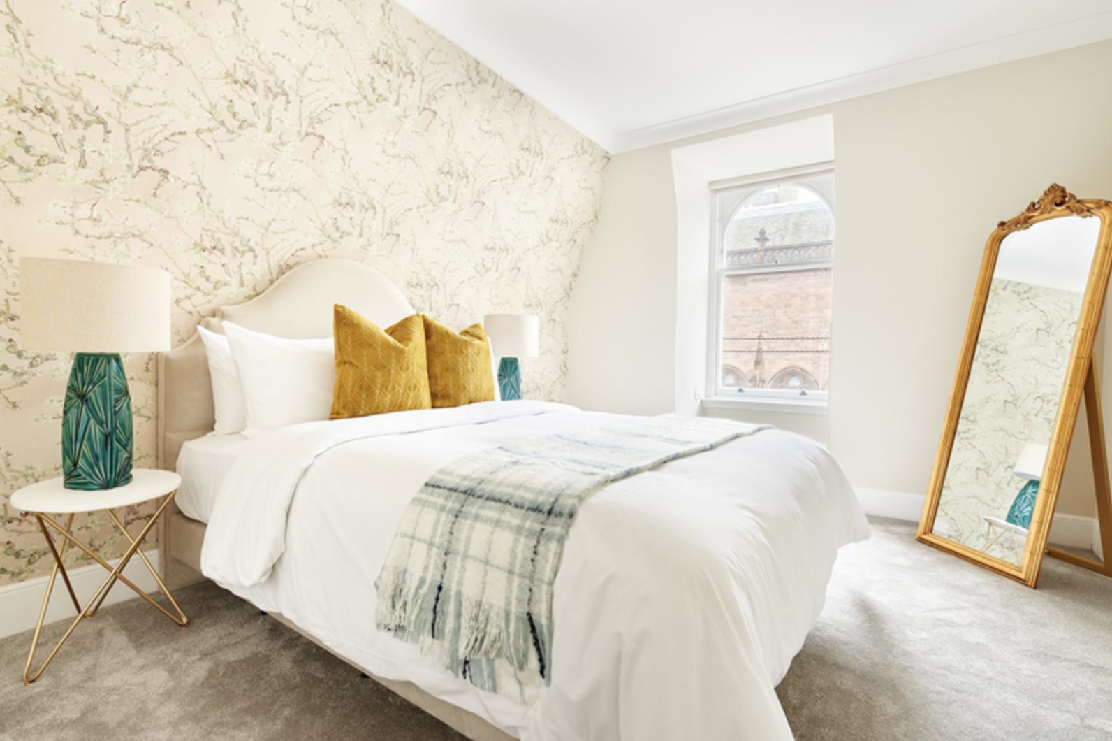 Royal Garden Serviced Apartments, Edinburgh, SilverDoor
