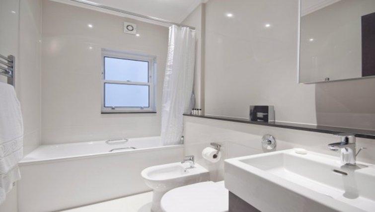 Exquisite bathroom in Brunel Crescent Apartments