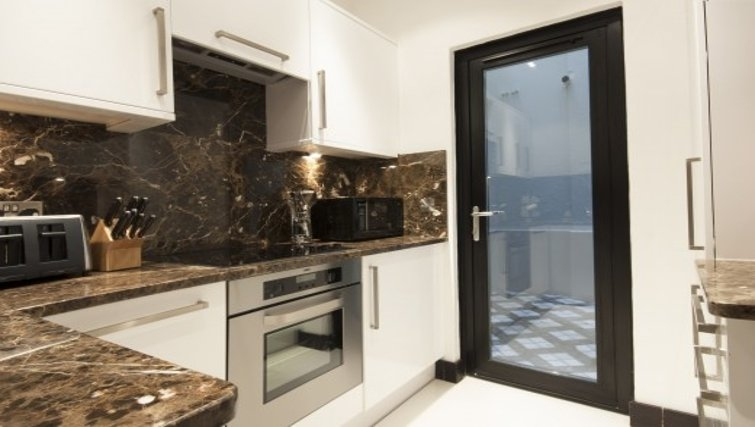 Pristine kitchen in Brunel Crescent Apartments