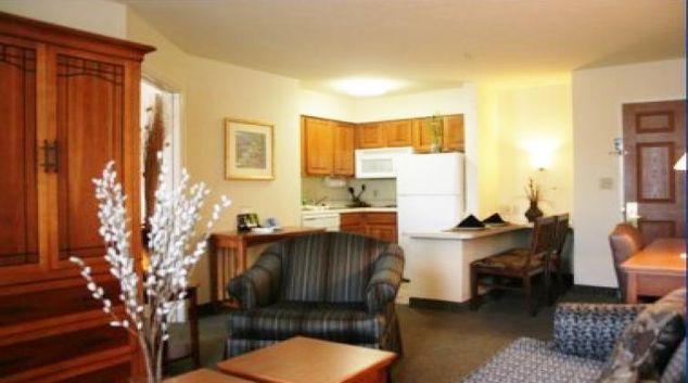 Tidy living area in Staybridge Suites Fort Lauderdale/Plantation