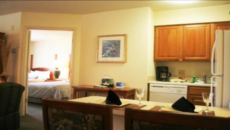 Traditional kitchen inStaybridge Suites Fort Lauderdale/Plantation