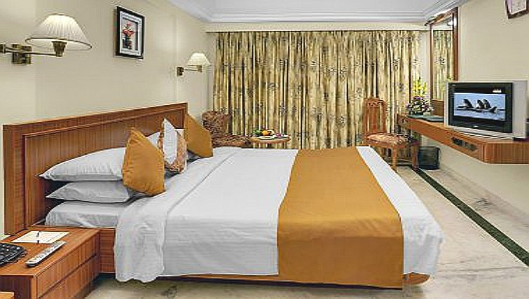Spacious bedroom in The Emerald - Hotel & Executive Apartments