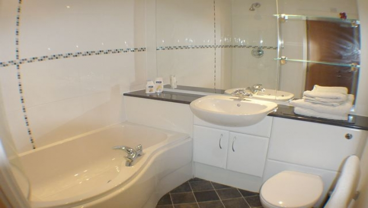 Bathroom at Ebutler Grand Central Apartments